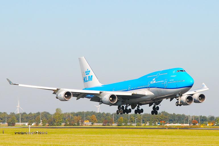 KLM Boeing 747 landt op Schiphol